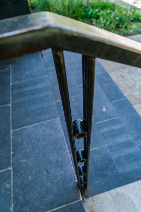 Outdoor hand rail